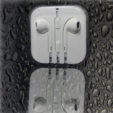 Компактни слушалки с управление на звука